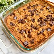 Healthy Pumpkin Baked Oatmeal (Chocolate Chip!)